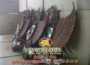 Garuda-Pancasila-Kayu